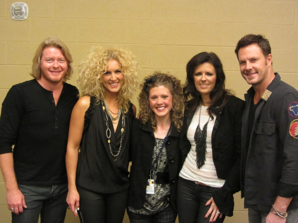 Farm Girl With Curls Interviews Country Music Stars (1/6)